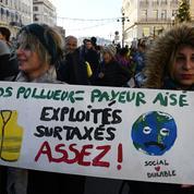 Marches pour le climat : «gilets verts et gilets jaunes» défilent en nombre