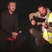 Francis Lalanne enfile son «gilet jaune» pour chanter à Paris au Théâtre du Nez Rouge