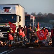 Le discours d'Emmanuel Macron ne calme pas les blocages en région