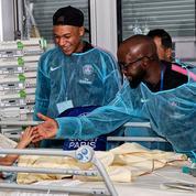Les joueurs du Paris SG au chevet des enfants malades de l'hôpital Necker