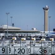 Aéroport de Roissy : deux personnes créent la panique avec des armes factices