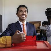 Madagascar : l'ex-chef de l'État Rajoelina remporte la présidentielle