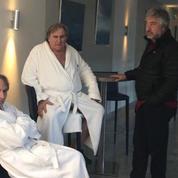 Ils sont pas bien là? Michel Houellebecq et Gérard Depardieu, à la fraîche, décontractés...