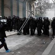 «Gilets jaunes» : le syndicat de police Alliance veut un «fichier» de manifestants violents