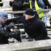 «Gilets jaunes»: la garde à vue du boxeur filmé en train de frapper des gendarmes prolongée