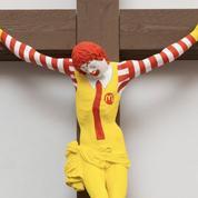 En Israël, un clown McDonald's crucifié indigne les chrétiens