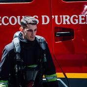 Pierre Niney, pompier de Sauver ou périr ,rend hommage aux soldats du feu morts à Paris