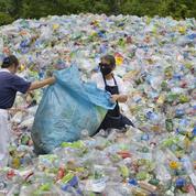 Nestlé arrête les pailles et ne veut plus retrouver ses emballages en décharge