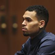 Soupçonné de viol, Chris Brown insulte la plaignante en sortant de garde à vue