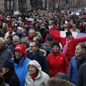 Les «foulards rouges», l'autre face de la France divisée