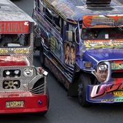 Aux Philippines, les jeepneys multicolores promis à la disparition