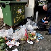 Plainte contre un Leclerc accusé d'avoir aspergé de désinfectant de la nourriture consommable