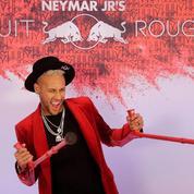 Neymar fête ses 27 ans à Paris en grande pompe sur le thème du rouge
