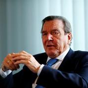 Schröder adresse une leçon de politique à un SPD en crise