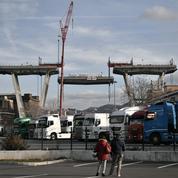 La démolition du pont de Gênes a débuté, un premier tronçon est détaché