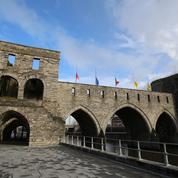La municipalité de Tournai choisit de détruire un pont médiéval pour améliorer la navigation