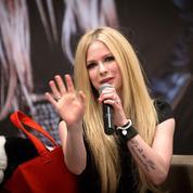 Avril Lavigne dément la rumeur de sa mort et de son remplacement par un clone