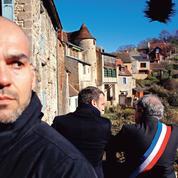 Emmanuel Macron face aux récriminations des maires ruraux