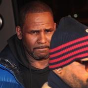 Inculpé pour abus sexuels, y compris sur mineures, R. Kelly s'est rendu aux autorités