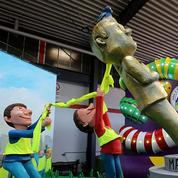 Macron déboulonné par des «Gilets jaunes» au carnaval de Cologne