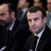 Sondage: Emmanuel Macron et Édouard Philippe continuent de regagner du terrain