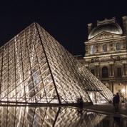 À la recherche de la «porte du temps» du Louvre, sous peine de rester enfermé dans le musée