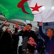 À Alger, le recul de Bouteflika est salué dans la liesse mais la vigilance reste de mise