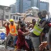 Nigeria: 20 morts dans l'effondrement d'un immeuble, des dizaines d'enfants piégés