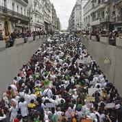 Alger: des milliers d'étudiants et de personnels médicaux défilent contre Bouteflika