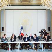 Macron tente de garder le cap du grand débat