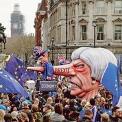 Brexit: Theresa May sous la menace d'un putsch de ses ministres