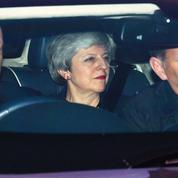 Brexit: Theresa May s'engage à démissionner si son accord est ratifié