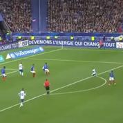 L'instant où le Stade de France retient son souffle sur la frappe de Benjamin Pavard