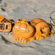 On sait enfin pourquoi des téléphones Garfield s'échouent sur des plages bretonnes