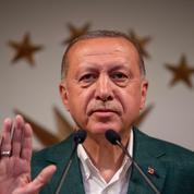 Turquie: l'AKP d'Erdogan conteste sa défaite à Istanbul