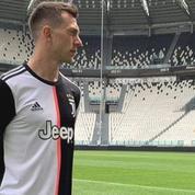 La Juventus abandonne les bandes noires sur son maillot et fait réagir