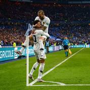 Dani Alves «parie la Tour Eiffel» que Neymar restera au Paris SG