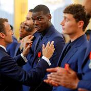 Le fou rire de Pogba et Rami pendant le discours du président Macron