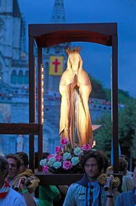 Le pèlerinage marial de Lourdes, qui accueille chaque année des millions de fidèles.