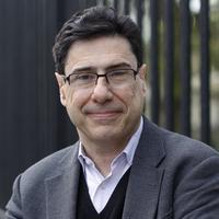 Philippe Aghion: Enseigne sur le campus d'Havard et au Collège de France.