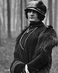 Suzanne au Bois, entre 1922 et 1924.