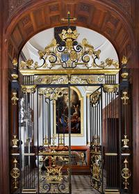 Grilles de la chapelle réalisées <br/>par Robert Davesnes, artisan des ferronneries de Versailles.