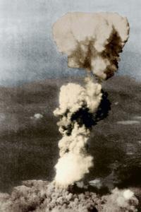 Le champignon atomique au dessus de la ville d'Hiroshima le 6 août 1945.