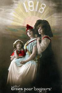 Les cartes postales de 1918 célèbrent la France, l'Alsace et la Lorraine réunies.