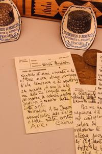 Des lettres du poète à Mussolini, avec lequel il entretenait des rapports pour le moins complexes.