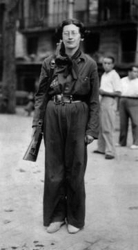 Simone Weil en combattante, en 1936, probablement pendant la guerre d'Espagne.