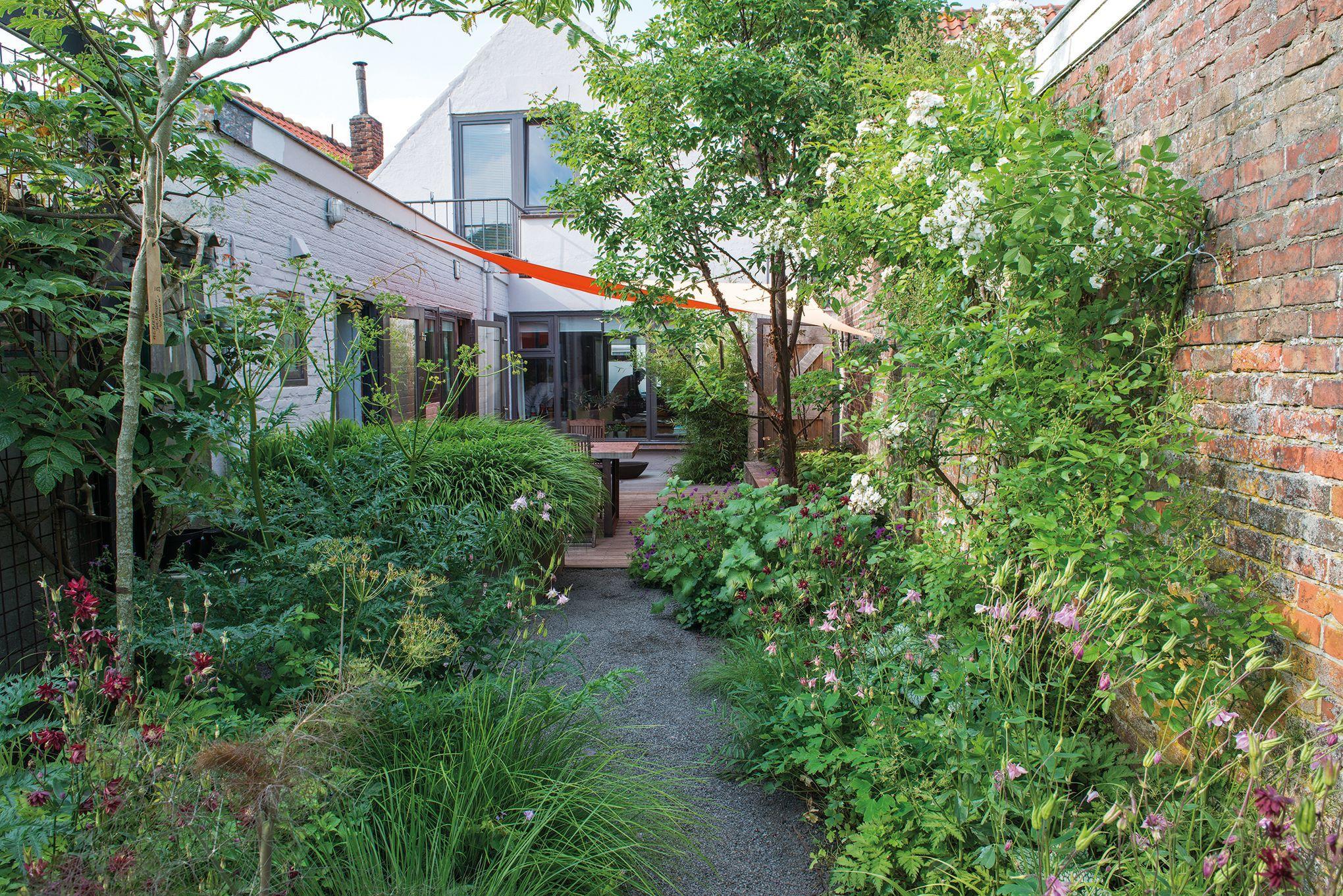 des astuces pour am nager un petit jardin en ville. Black Bedroom Furniture Sets. Home Design Ideas