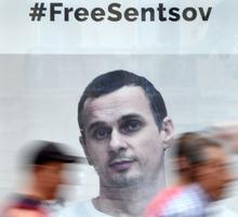 À Kiev, des affiches appellent à la libération du réalisateur Oleg Sentsov.