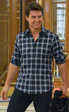 Tom Cruise semble ravi de ces grands carreaux.