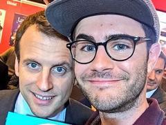 Salon du Livre: l'«improbable» selfie d'Emmanuel Macron avec Cyprien
